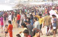 Maha Shivaratri 2021 Devotees Rush Beach Bath After One Day Fasting at RK beach Visakhapatnam