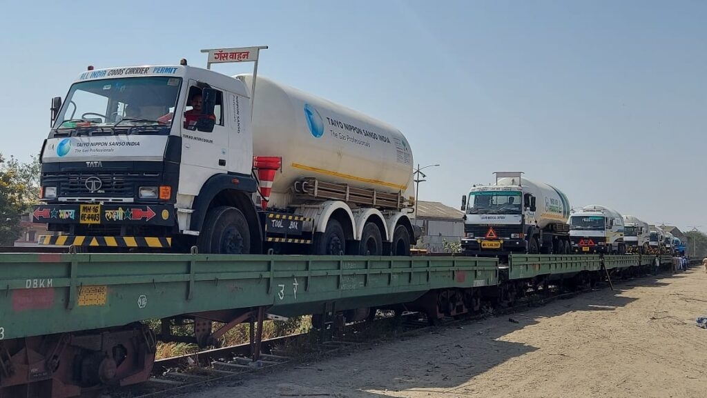 2600 TONNES OF OXYGEN CARRIED BY ECoR THROUGH OXYGEN EXPRESS TRAINS Vizagvision