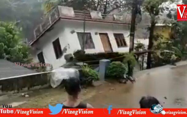 కుప్పకూలిన భవనం || కేరళ లో భారీ వర్షాలు || Vizagvision